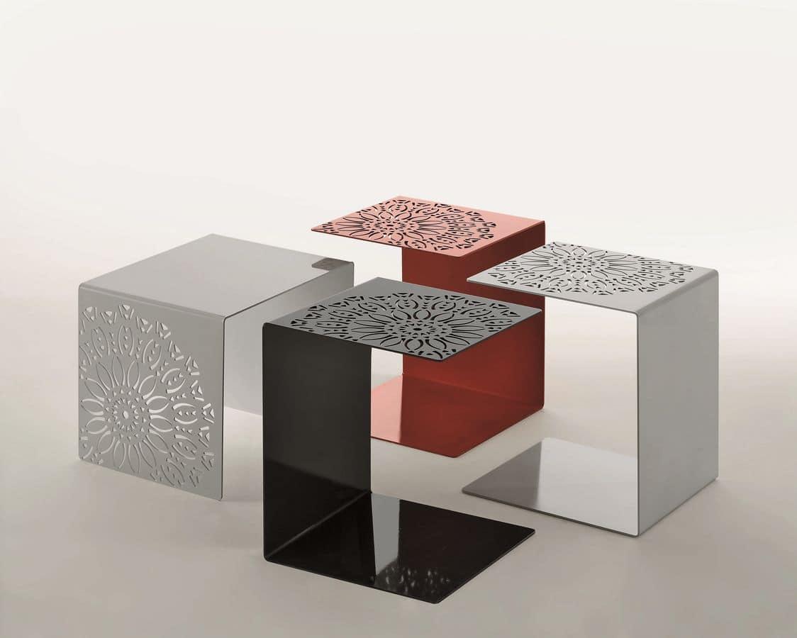 Tavolino Moderno Metallo Kim : Tavolino in metallo verniciato con decorazioni idfdesign