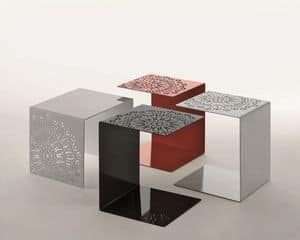 Antonietta, Tavolino in metallo verniciato, con decorazioni