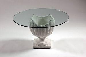 Atena, Tavolino in pietra stile classico