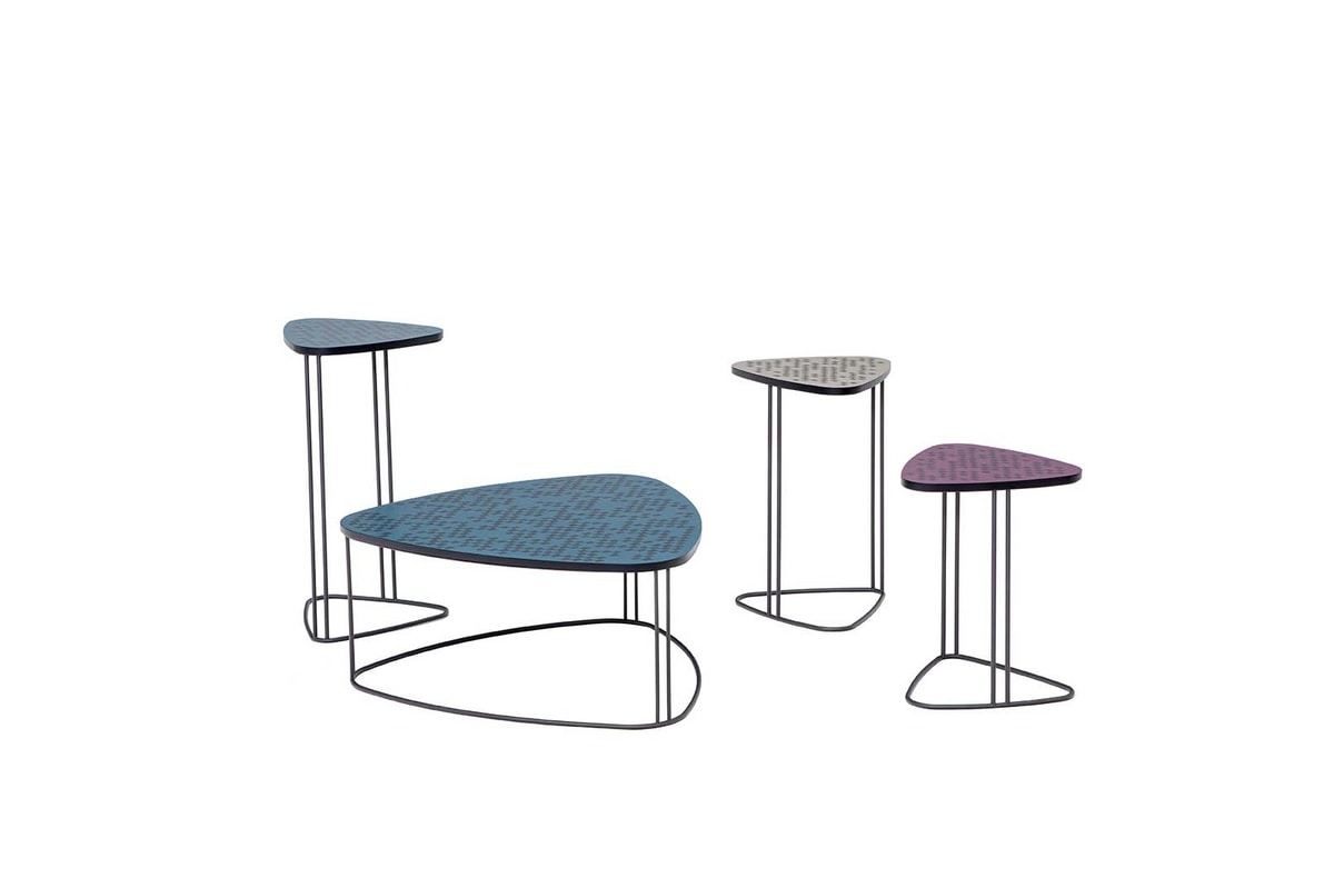 MIX, Tavolini con struttura in metallo e top in MDF serigrafato o vetro fuso