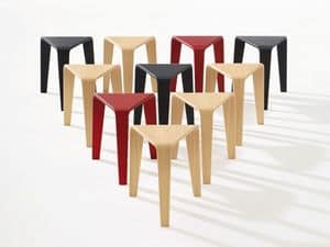 Ply, Tavolini dalle forme alternative, struttura minimale in legno