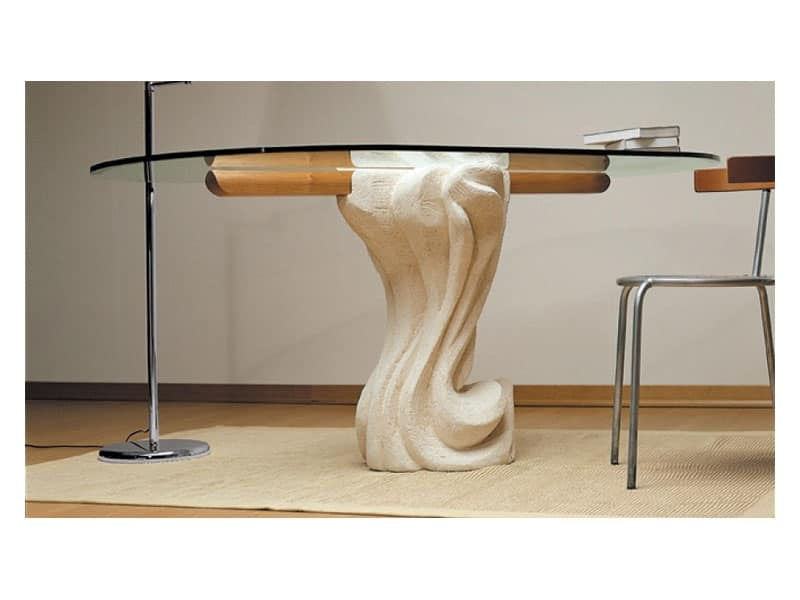 Tavolo ovale con piano in cristallo e base in pietra for Glass tavoli cristallo