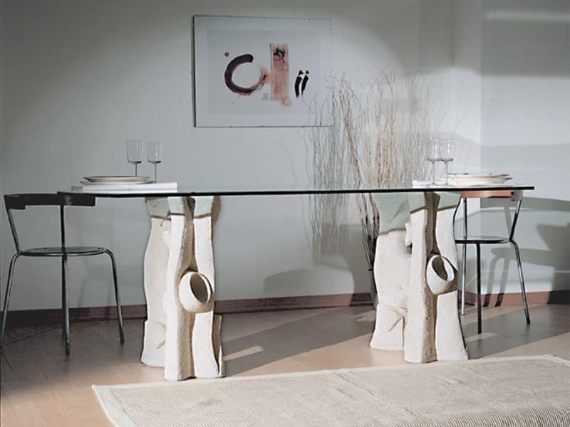 Tavolo da pranzo con piano in cristallo e base in pietra for Tavoli in cristallo