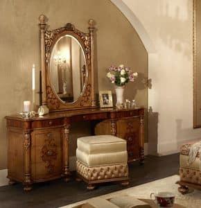 Immagine di 6414-6417, toilette-classica-in-legno-decorato