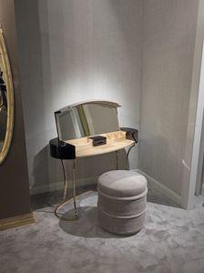 Hotel de Ville Toilette, Toilette da trucco con vano a ribalta