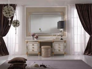 Liberty toilette, Toilette impreziosita da pratico pianetto estraibile con specchio decorativo, stile classico e decori artigianali