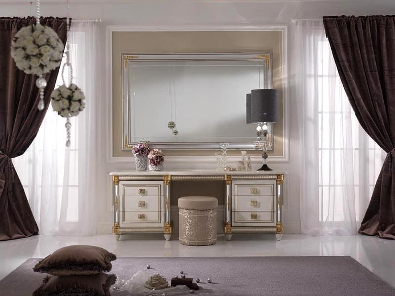 Toilette Impreziosita Da Pratico Pianetto Estraibile Con