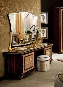 Rossini toilette, Toilette con base dorata, inserti Sw, cassettiere laterali