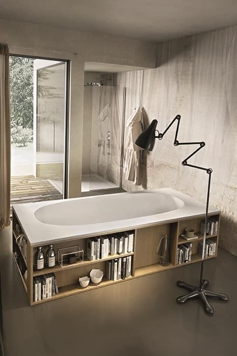 Vasca da bagno con libreria incastonato nelle pareti - Pareti vasca da bagno ...