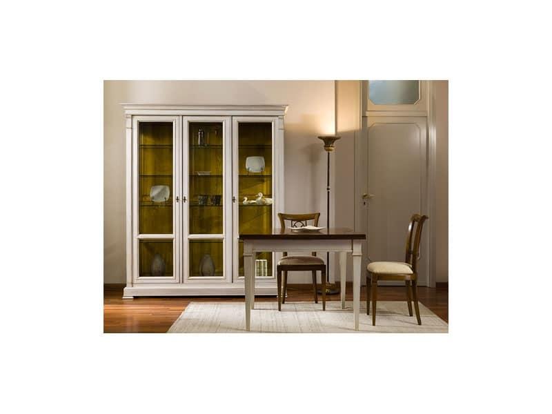 Vetrina in ciliegio con ante e ripiani regolabili idfdesign for Arredamento classico lusso