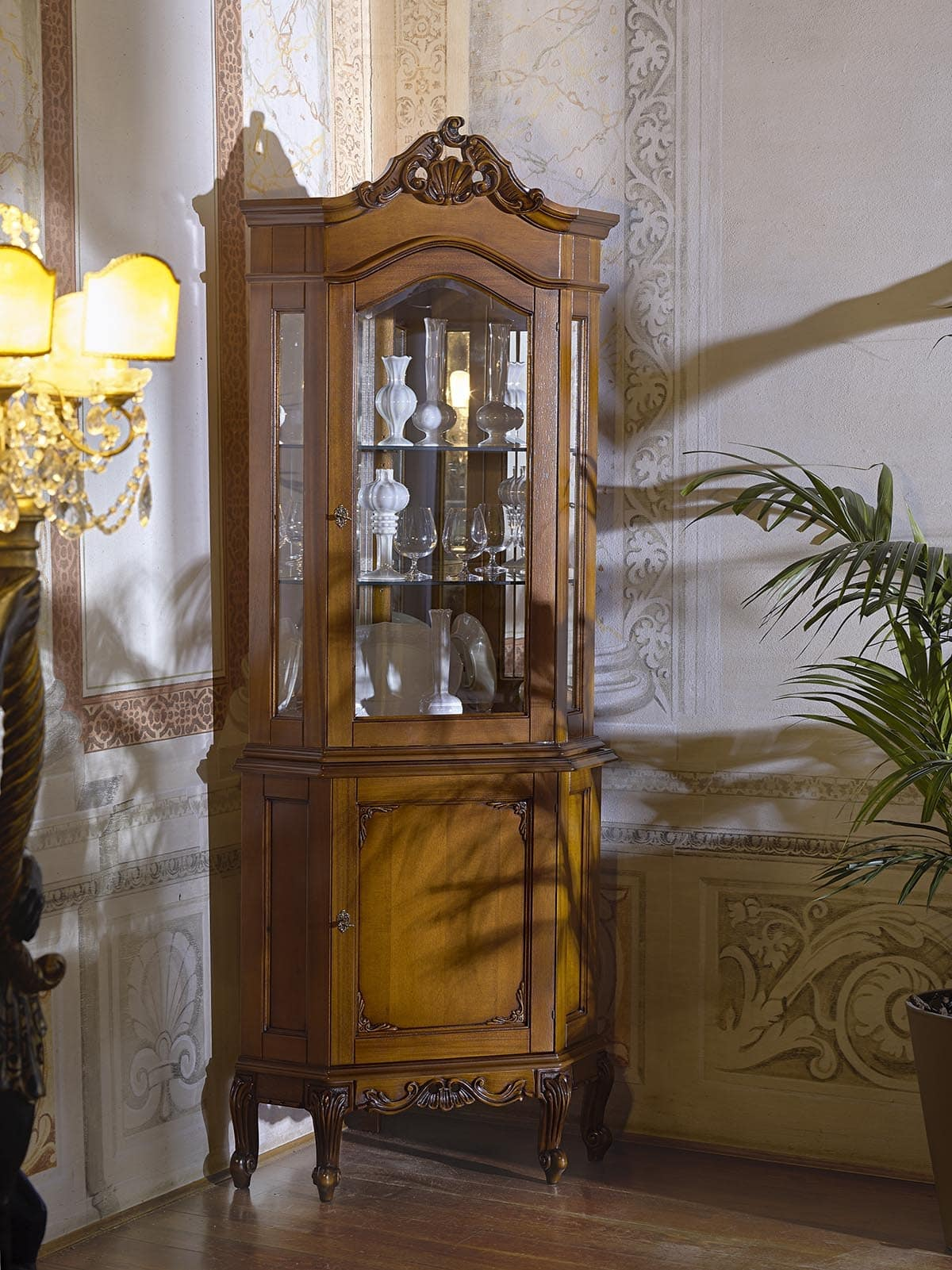 Vetrina ad angolo, in stile classico, per ville e hotel   IDFdesign