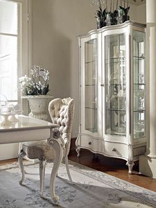 Carpi vetrina, Vetrina intagliata, con finitura bianca ed argento