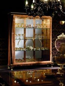 Rossini vetrina, Vetrina con eleganti maniglie sinuose, finiture geometriche