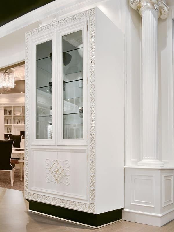 Vetrina in legno decorato ripiani in cristallo per for Vetrina soggiorno