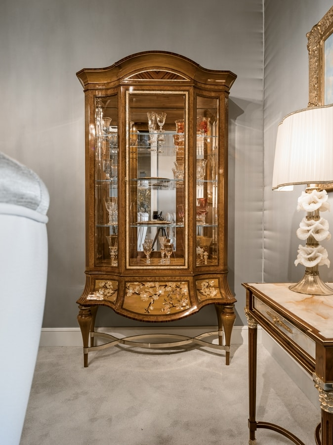 Vetrina 1432, Vetrina intarsiata di lusso