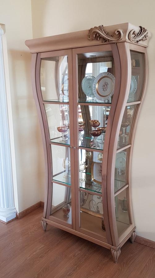 Art. 535V, Vetrina in legno dalla originale forma