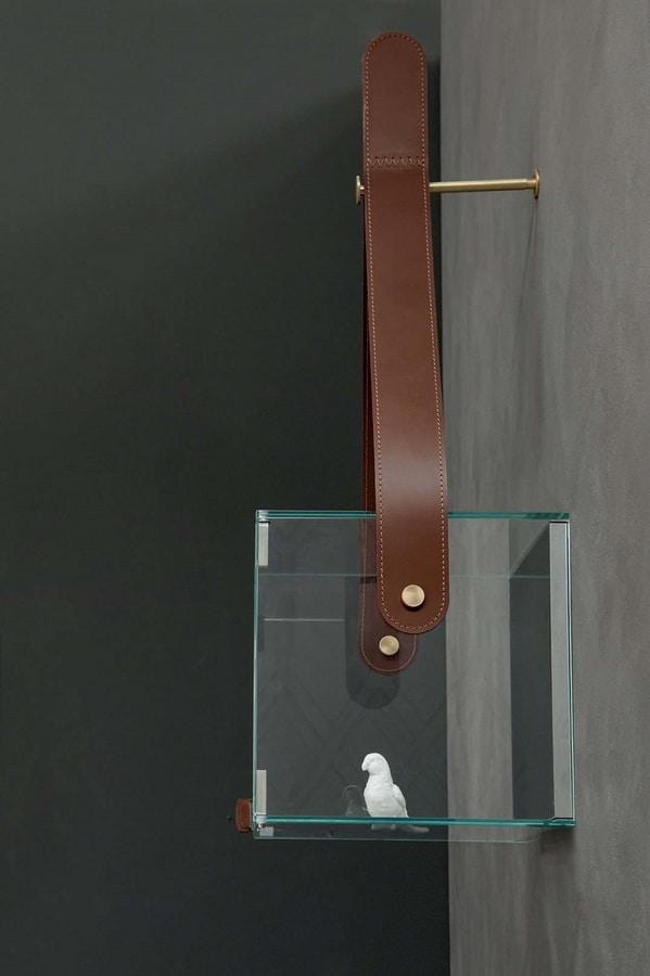 CHÈRI, Vetrine con particolare in cuoio e supporto in metallo
