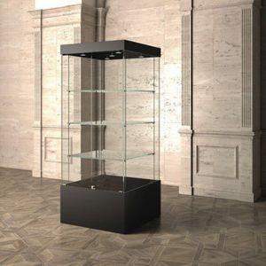 Museum MU/80, Vetrina con ripiani in vetro