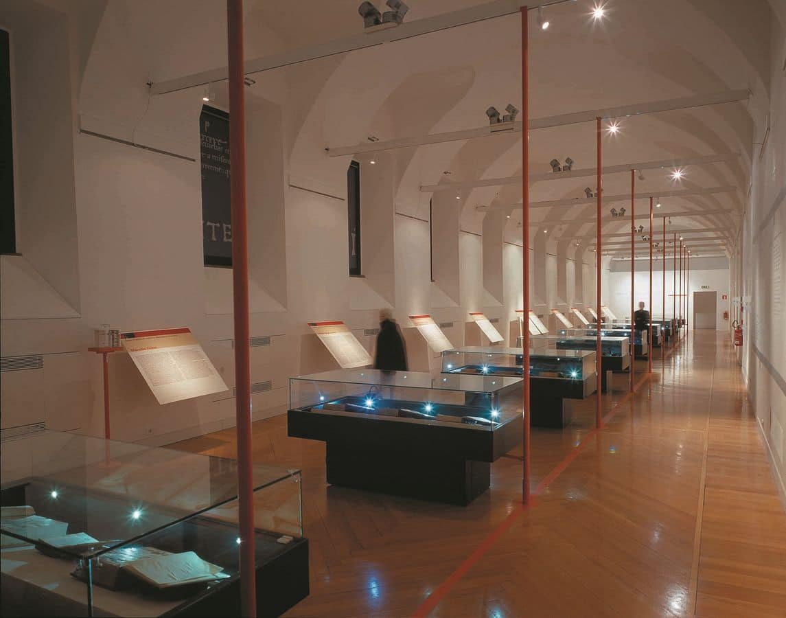 Vetrine su misura totalmente personalizzabili per musei e negozi