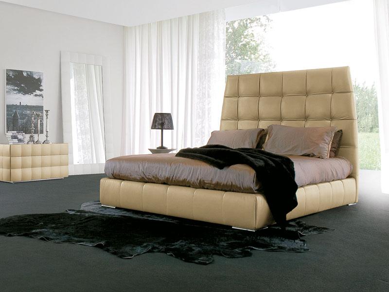 PACIFICO, Letto ricoperto in cuoio, piedini cromati, per camera da letto