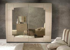 A 706, Armadio in frassino, con ante scorrevoli e specchio bronzato