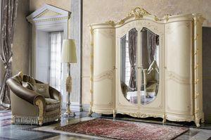 Madame Royale armadio, Armadio stile classico dalle forme sinuose