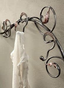 AT/500, Attaccapanni da parete in ferro battuto decorato