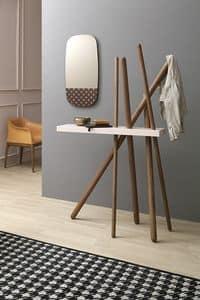 WOOD, Appendiabiti in legno con ripiano porta oggetti