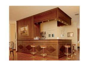 Regency Hotel, Elegante bancone bar, boiserie in legno decorato, realizzato su misura