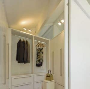 Cabina armadio 01, Cabina armadio, laccata bianca, con sistema modulare di contenitori d'arredo, per gli spazi domestici