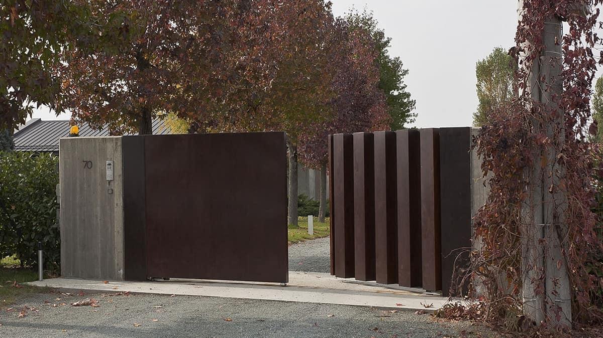 Foto Di Ville Lussuose cancello in acciaio laccato, per ville lussuose | idfdesign