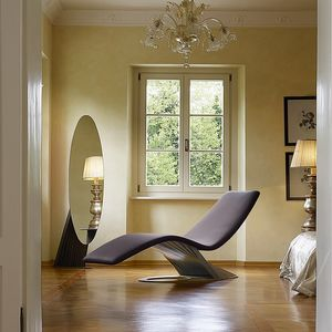 Lullaby, Chaise lounge dalle forme sinuose
