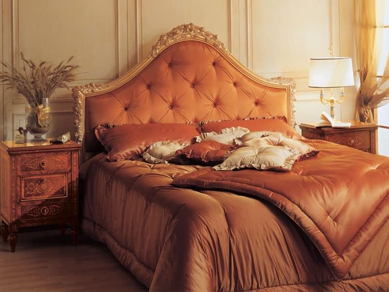 Art. 925 comodino '700 Italiano Maggiolini, Comodini anticati, in legno intarsiato, per lussuose camere albergo