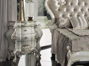 Marie Claire comodino, Comodino decorato artigianalmente