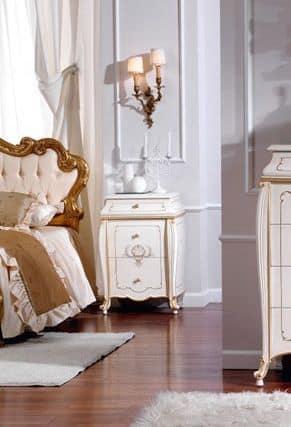 OLIMPIA B / Comodino laccato avorio, Comodino classico in legno massello, finiture di lusso