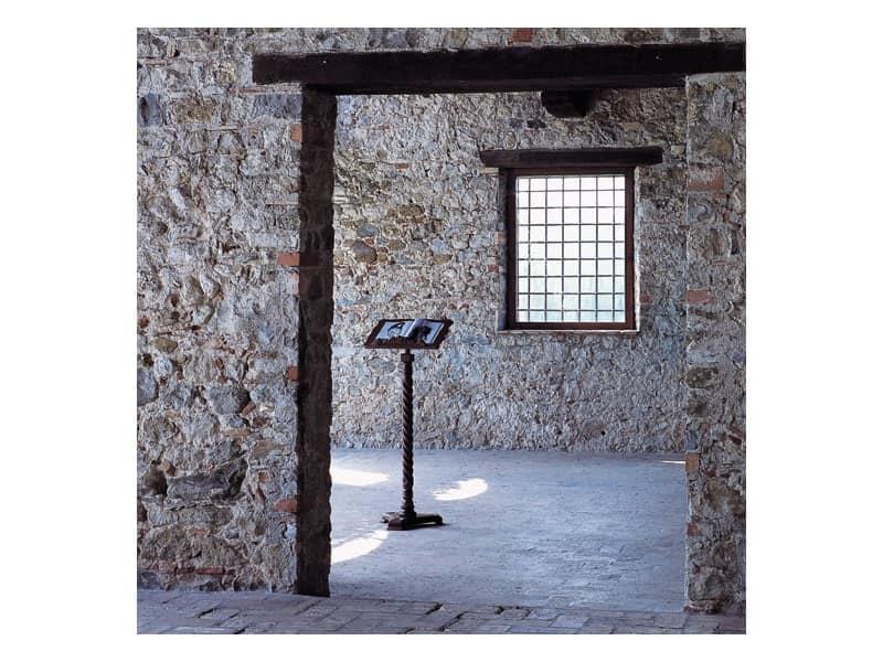 Nettuno, Leggio in legno con colonna a torcilione