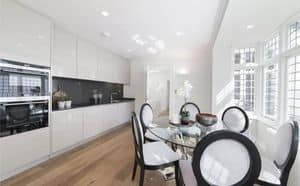 Cucina evoluta AS design, Cucina con colonne e top laccate, top in granito, funzionale ed elegante, finiture in vari materiali