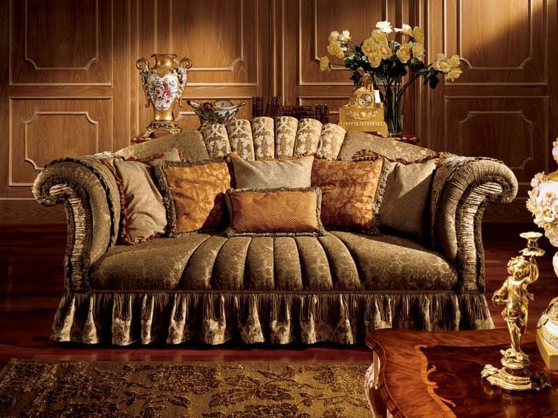 Emanuela divano, Divano a tre posti con braccioli arricciati