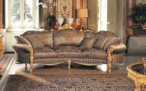 Opera divano 3 posti, Elegante divano a tre posti, intagliato a mano, dalla carica evocativa impareggiabile
