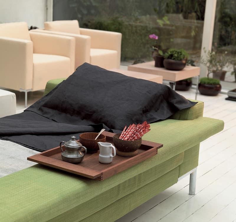 Arian bed, Divano-letto con struttura in legno massello, piede cromato