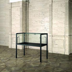 Museum MU/120FT, Teca espositiva con base in legno