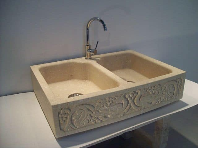 Venezia, Lavello in pietra di Vicenza con due lavabi