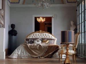 Giorgione letto, Letto rifinito a mano, capitonnè, decori foglia oro