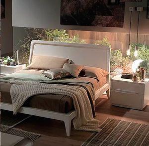 Simple, Letto in legno dal design essenziale