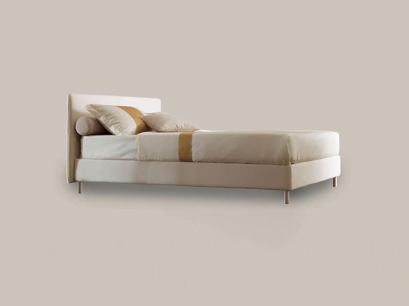 Astro, Letto singolo con struttura in legno, piedini in alluminio