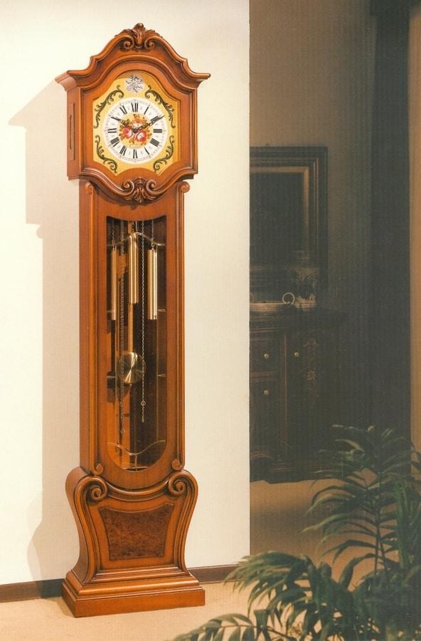 Art. 83, Orologio a pendolo con intagli a mano