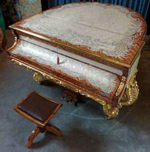 GrandPiano, Pianoforte di lusso con disegni in china nera