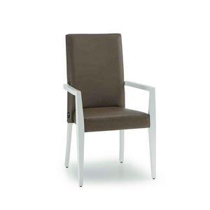 C62, Sedia in legno con braccioli