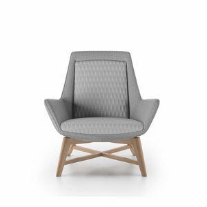 Roxy armchair, Poltrona con base in legno