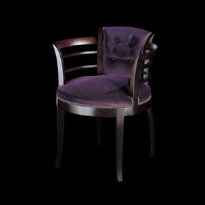 186PI, Avvolgente sedia con braccioli